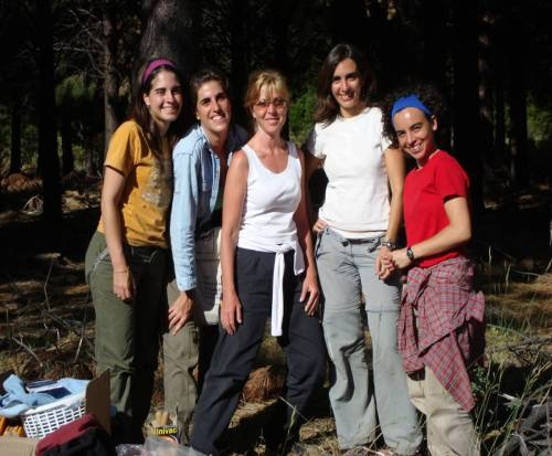 Amy Austin (center) with former graduate students (L-R) Laura Martínez, Patricia Araujo, Lucía Vivanco & Adelia González-Arzac in the field in Patagonia